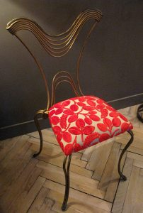 sitso_2015_chaise_métal_velours_rouge_copyright_sitso